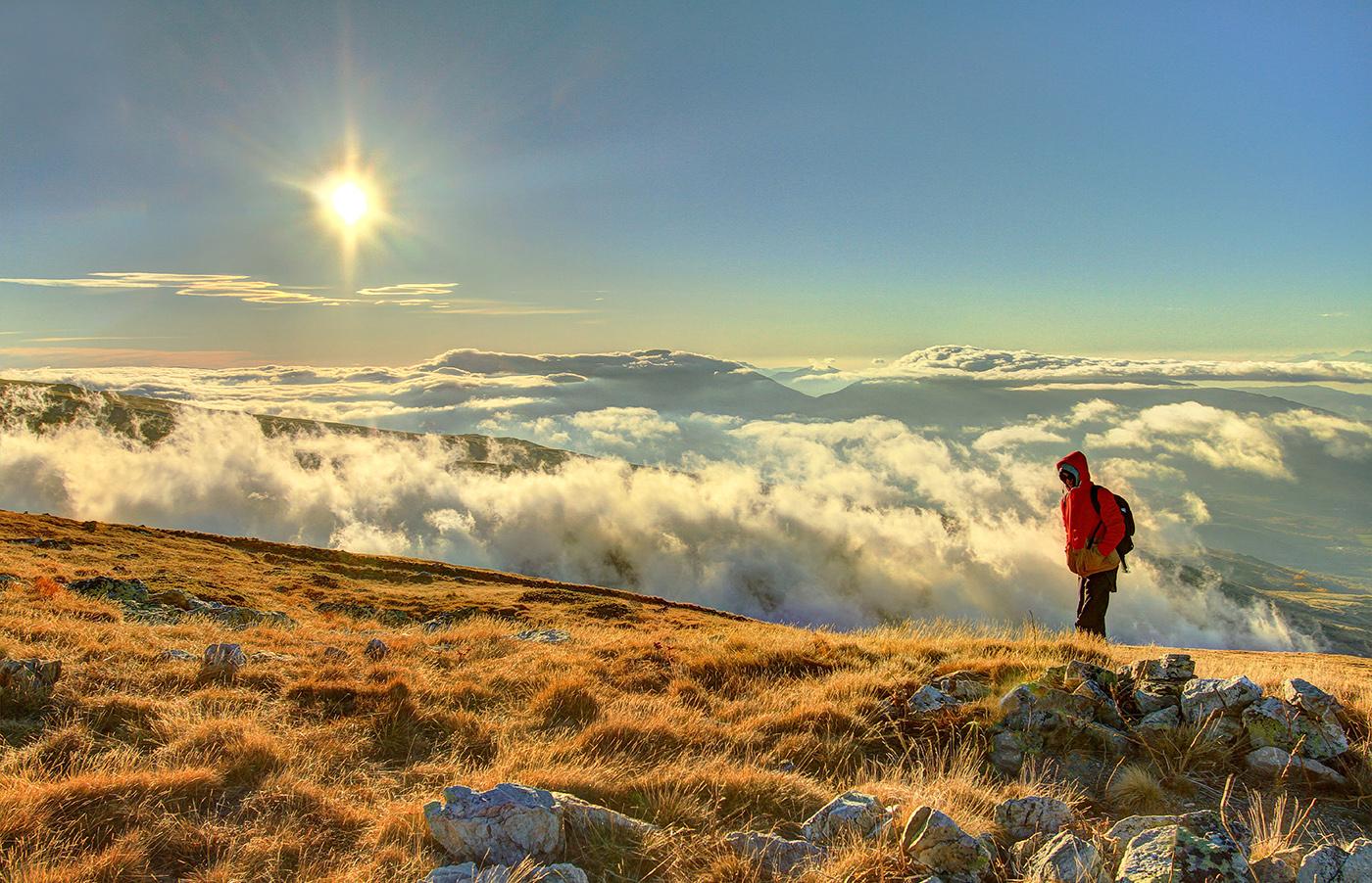 Magnificent sunset at Skarpa Peak